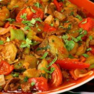 Тушеное мясо с овощами в казане