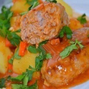 Котлеты в томатном соусе на сковороде