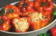 Фаршированные перцы в соусе — необыкновенно вкусно